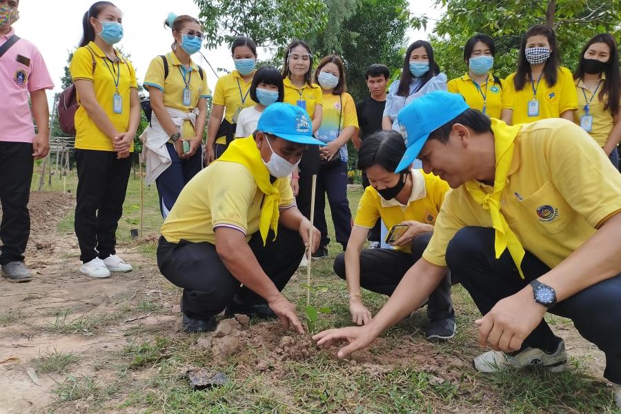 ร่วมกิจกรรปลูกต้นไม้และปลูก ป่าเฉลิมพระเกียรติเนื่องในโอกาศมหามงคลพระราชพิธีบรมราชาภิเษก